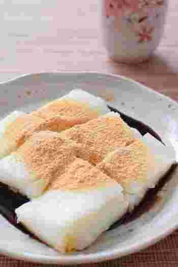 まずは、基本の牛乳もちのレシピをご紹介します! 材料は牛乳、砂糖、片栗粉、この3つだけ!あとは、お好みで黒蜜やきな粉を用意してもいいですね♪