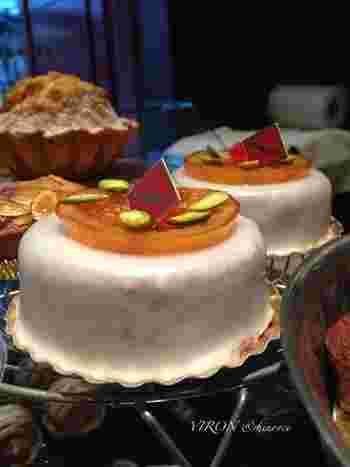 『ピティビエ・グラッセ』や『カヌレ』など、フランスの伝統菓子も数多く。