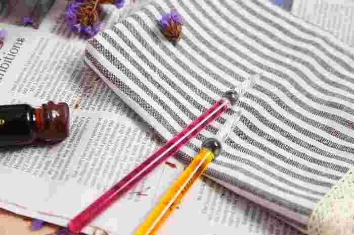 ガラスペンってなんだか難しそうと思う方もいるかもしれません。でも、ガラスペンは使い方も簡単でお手入れも楽なんです!ガラスペンの使い方とお手入れをご紹介します。