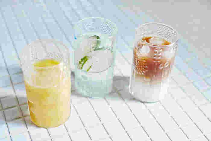 朝食は、色鮮やかなオレンジジュースで元気よく。暑い夏にはさっぱりライムソーダ!3時のおやつはお洒落にツートーンコーヒーなんていかがでしょうか。 (サイズ:3つとも36cl)