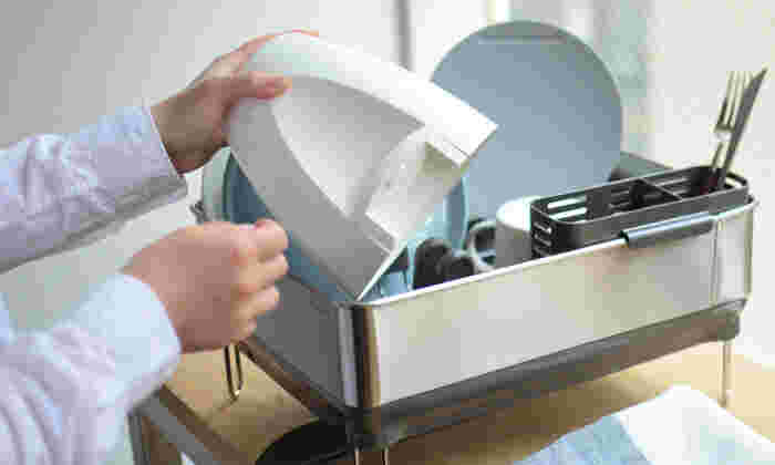 ふたと本体は取り外して水洗いできます。このサイズだと食器と同じ感覚で洗えますし、水切りカゴにも収まりますね!