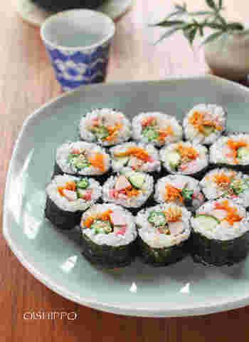 扱いやすい魚肉ソーセージは、太巻きにもおすすめ。「にんじんのしりしり」は人参が苦手な方でも食べやすく色も華やかなので、ぜひお弁当レシピに加えてあげて。