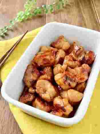 照り焼きは、鶏もも肉でこそ美味しい料理の代表です。一口サイズにカットして作り置きしておけば、お弁当や丼に使えて重宝します。