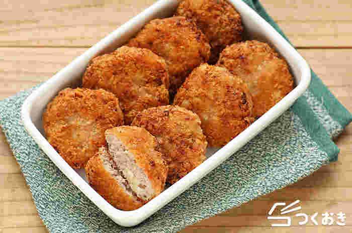 キャベツがたっぷり入ったメンチカツ。牛ひき肉でも合いびき肉でも作れます。揚げ焼きなら後片付けも楽ですよね。