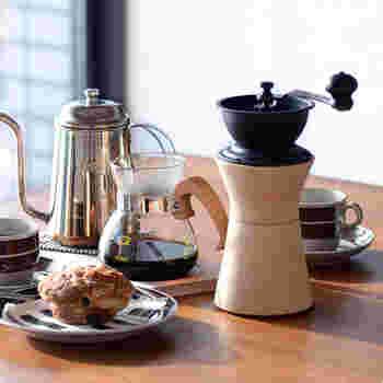 挽きたて、淹れたてがコーヒーの味を引き出すポイント。ゆったりとしたカフェタイムを楽しみたいなら、豆を挽くところから始めてみない?挽いた瞬間から漂う香りで、贅沢なコーヒータイムが過ごせそうです。