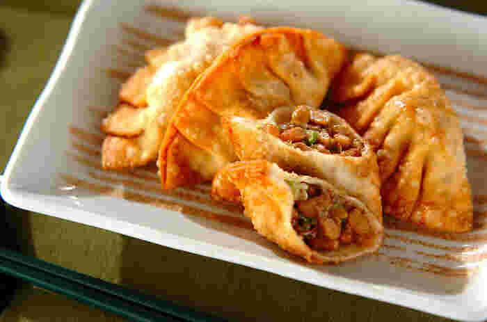 揚げ物料理も、たまには食べたくなってしまいますね。サクサク&カリカリの揚げたて餃子は、ジューシーでやみつきになりそう。オクラと納豆を具材にした揚げ餃子なら、カロリー156Kcalなのも嬉しい。栄養も満点なので、安心してたくさんいただけそう。