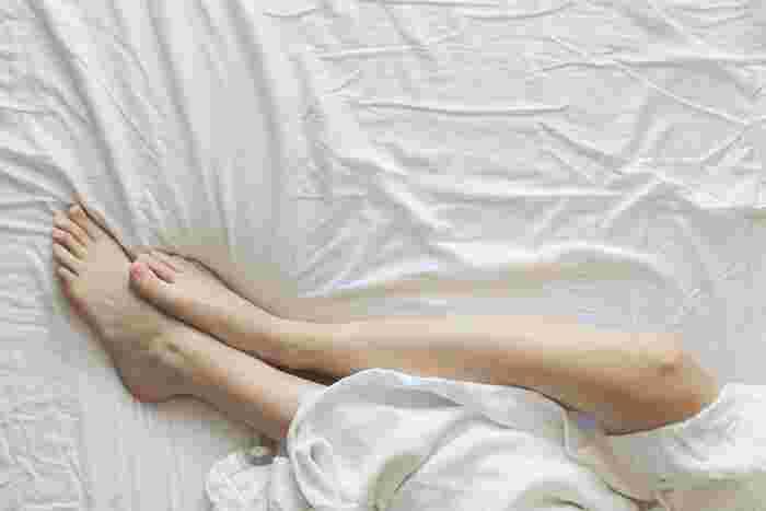 足のむくみを取りたい時には、水圧の原理を利用するため、湯船にたっぷりとお湯をはり、長めに入浴するのがおすすめです。