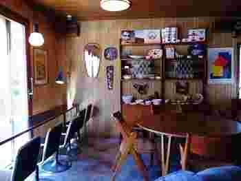 店内は北欧ヴィンテージ家具のインテリアは、ホッとリラックスできそうな空間です。