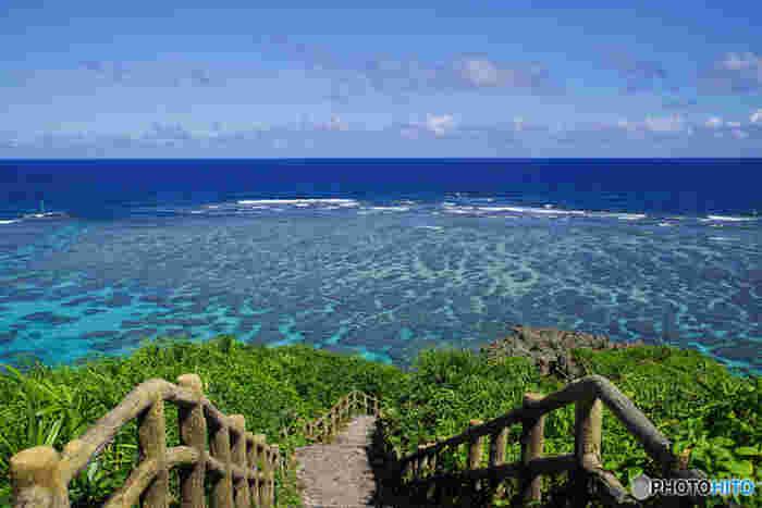 イムギャーマリンガーデンは、遊歩道があり、海中の上を散策することもできます。高台となっている展望場所からは、海を見渡すことができ、珊瑚礁と青い海が織りなす絶景を見渡すことができます。
