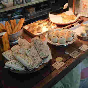 焼きパンのほか、焼餅大根が入った中華パイなどが並びます。食べ比べして、食感の違いも楽しみたいですね。
