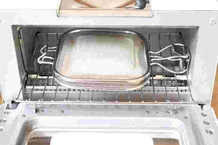 近年、じわじわと人気を集めている『ホットサンド』。時間がない時でも簡単にパパッと作れるので、忙しい朝やランチにぴったりですよね。様々なホットサンドメーカーが販売されていますが、こちらのブロガーさんが愛用しているのは、オーブントースターでも魚焼きグリルでも使える「Leye(レイエ) ホットサンドメッシュ」です。