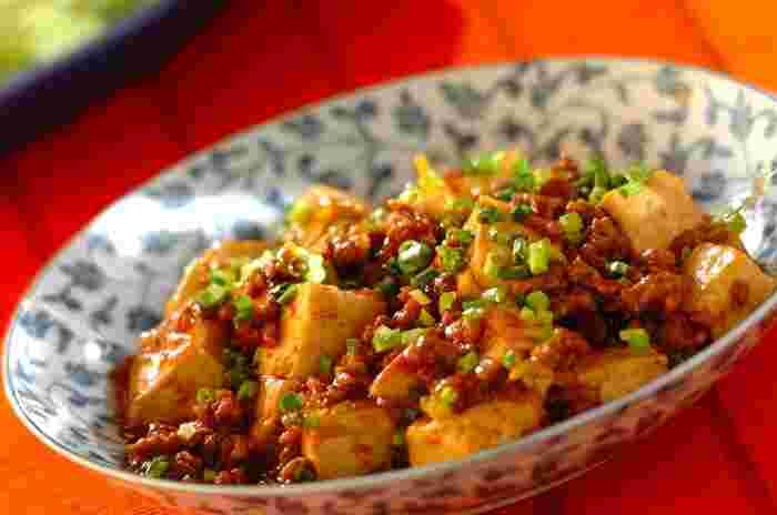 赤味噌を使った合わせ味噌なら、よりコクのある調味料に!オイスターソースをアクセントで加えて、白いごはんとよく合う濃い目の味付けに仕上げた麻婆豆腐です。