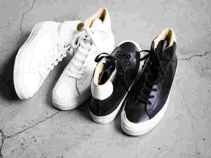 福岡県久留米にある老舗シューズメーカー「ASAHI(アサヒ)」の高品質なレザースニーカー。1970年代のバスケットボールシューズの靴型をベースにしたデザインは、シンプルながらも独特の存在感でコーデを格上げしてくれます。