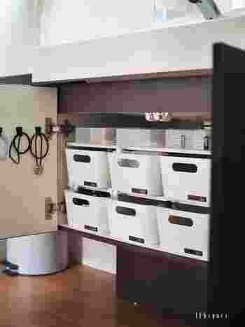 リーズナブルな価格と北欧デザインがおしゃれな、IKEA(イケア)のVARIERA(ヴァリエラ)ボックス。もともとはキッチン用品ですが、同じ水回りの洗面所・脱衣所でも重宝する収納アイテムです。しっかりとした作りで、容量もたっぷり。家族一人にボックス一つと決めておけば、モノが増えすぎる心配もありません。