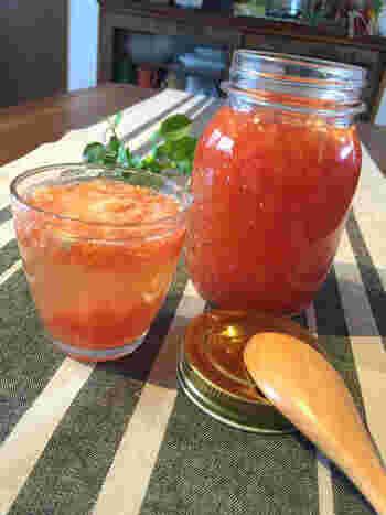 美容にもばっちり!常備しておきたいトマトハニービネガーです。炭酸で割ってビネガーの酵素ドリンクとして、またドレッシングとしてサラダにかけても美味しいレシピ。