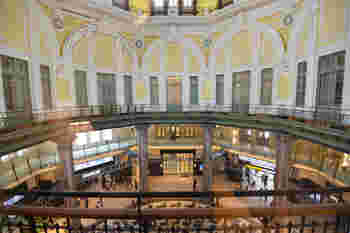 東京駅の丸の内南口駅直結。東京ステーションホテルがある丸の内南ドーム内2Fに、老舗洋菓子店とらやが営む和カフェがあります。