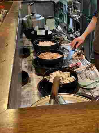具材となる豚挽き肉、キャベツ、ニラ、ネギ、ニンニクは全て国産にこだわり、創業から変わらず、具・皮ともに完全に手作りされています。