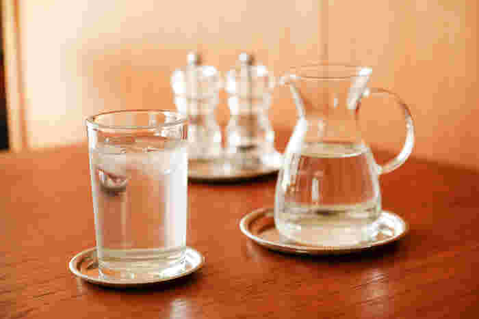 シンプルなデザインのものは、すっきりとしていて、他の食器との相性も抜群。いつものガラスのコップがまるで喫茶店で出されているようにも思えてきます。