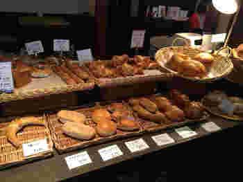 テイクアウトのパンも充実しています。パンを持って由比ヶ浜で食べるのもオススメ。