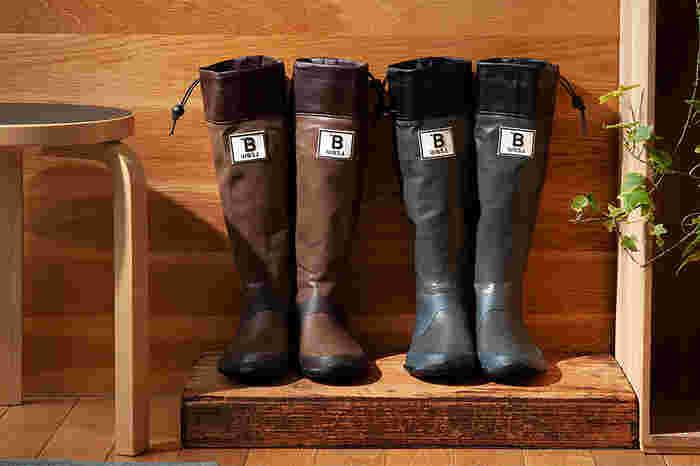 野鳥保護の活動やバードウォッチングにとどまらず、広くアウトドアグッズも取り扱う「日本野鳥の会」。バードウォッチングのためにつくられた長靴は、本格仕様でその防水性はお墨付き。水たまりや泥などを気にすることなく、緑の中もアクティブに行動することができます。