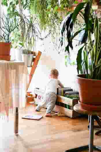 使用頻度もお掃除の度に手軽に使えるもの、年に1〜2回でOKなものがあります。 白木や無垢材には専用ワックスを、コーティングされたフローリングや合板、ビニール製のフローリングには、オールマイティに使えるワックスが使いやすいでしょう。