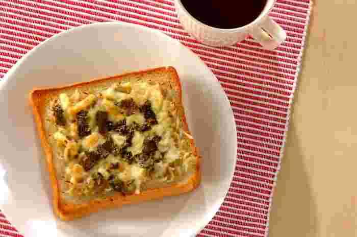 しらす、チーズ、のり、味噌の相性がよく、栄養もたっぷりのうまみトースト。和食党の方にもおすすめの、日本人になじみのあるおいしさです。あとは、シンプルなサラダなどあれば、バランスのいい朝食になりますね。
