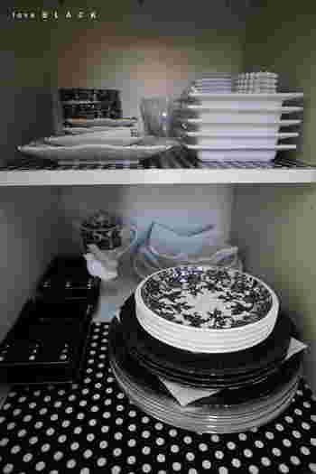 滑り止め効果の他にも、掃除がしやすくなったり、食器棚の傷防止にもなりますよ。 シートがズレやすかったら両面テープなどで固定して下さいね。