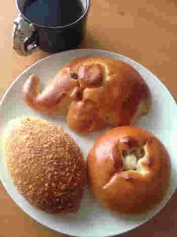 焼いて作られているさっぱりした味わいのカレーパン、可愛らしいぞうさんの動物パン。小さなお子さんにも喜ばれるパンがそろっていますよ。