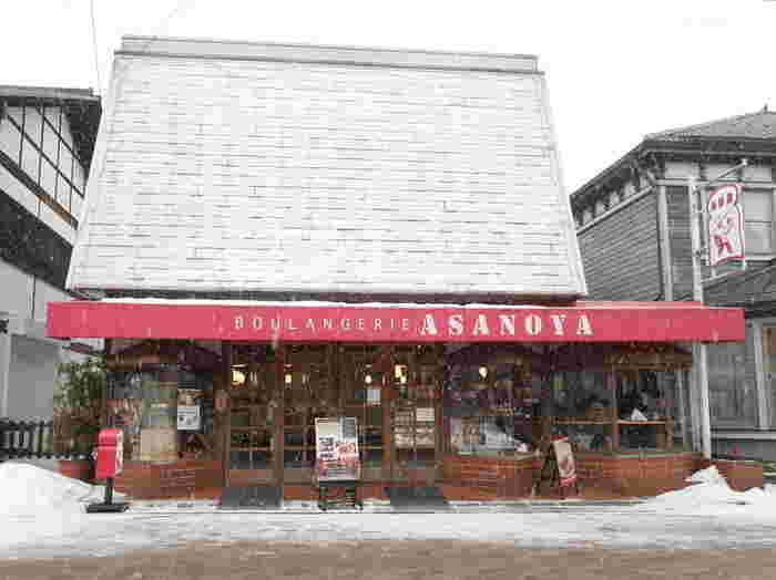 1933年創業の老舗のパン屋、浅野屋さん。