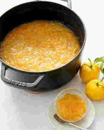 柚子ジャムを作っておくと、ほんとに便利!柚子茶にしたり、ヨーグルトのソースにしたり、トーストにのせたり、またお料理やスイーツにもいろいろ使える万能アイテムです!