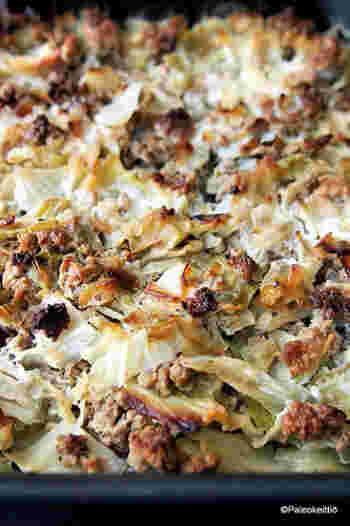 キャベツ、ひき肉、ご飯をオーブンで焼いたキャセロールです。シロップや生クリームを加えて甘く仕上げてあります。コケモモのジャムを添えて食べることも。