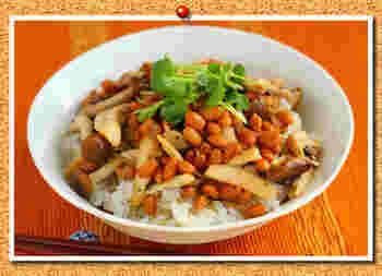 こちらのレシピは、生のきのこを炒めて使っていますが、常備した塩きのこがあれば、より簡単にできますね。夕食が遅い時間になっても、体に負担をかけにくいメニューです。