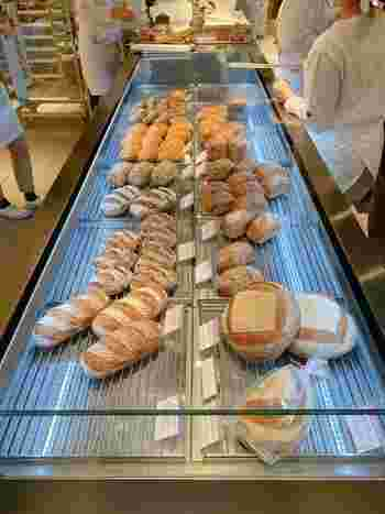 素材にこだわったナチュラルなパンの数々は、どれにしようか迷ってしまいますね。もちもち食感のがたまらないオーガニックパンをお楽しみください!