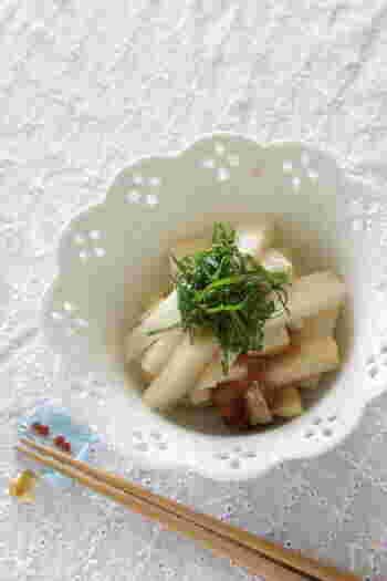 こちらも時短でできる簡単浅漬。梅肉とポン酢で旨味のあるさっぱりした味わいです。少し多めに作っておくと、盛り付けの時に大葉をのせるだけで、あっという間にもう一品出来上がります。