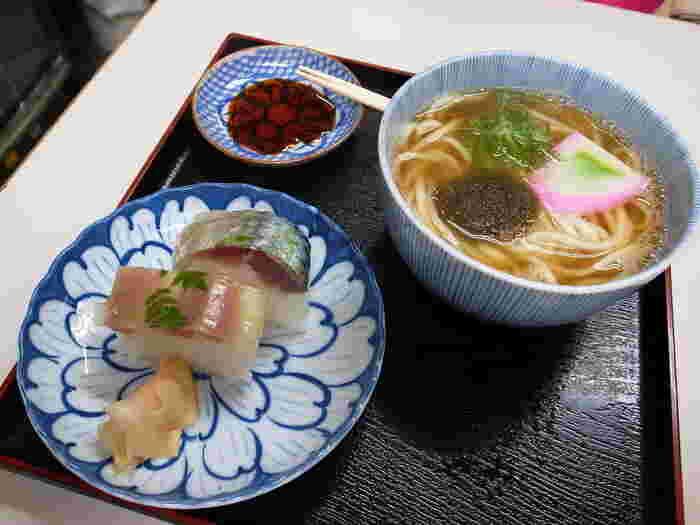 京風の出汁が効いた、風味豊かな京うどんは本当美味しく、身も心もほっこり♪見た目も美しく、体にも優しいおすすめメニューです。