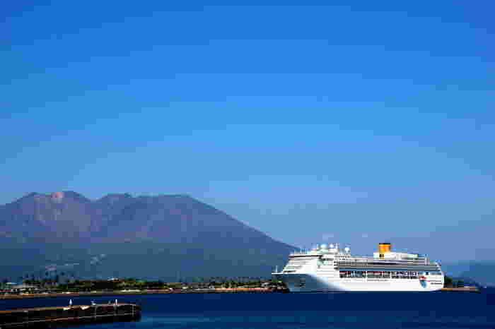 イタリアに本社を置く「コスタクルーズ」の「コスタ・ビクトリア」は、クルーズ初心者も気軽に楽しめるカジュアルなクルーズ船です。