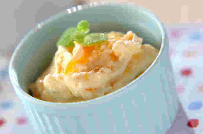柚子の風味は、バニラアイスにぴったり!柚子ジャムを作り置きしておけば、食べたいときにアイスと混ぜるだけなので本当に簡単!急なお客様にもあわてませんね。