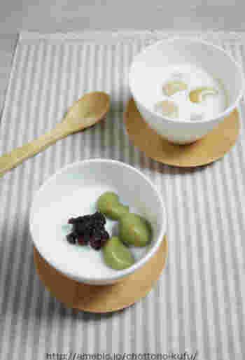 白玉だんごとゆであずきを浮かべたデザート気分のホットミルク。おやつにも良いですね。