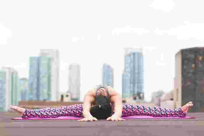 例えば、ひどい腰痛のある時に無理やり腰を刺激するようなストレッチは逆効果。「きもちよさ」を感じる程度で行いましょう。