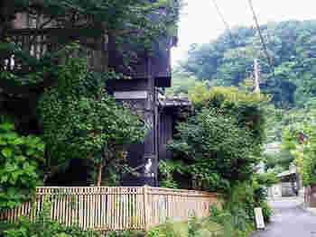 長谷駅から徒歩5分ほど。御霊神社のすぐ近くにひっそり佇むのが、『手ぬぐいカフェ 一花屋(いちげや)』。