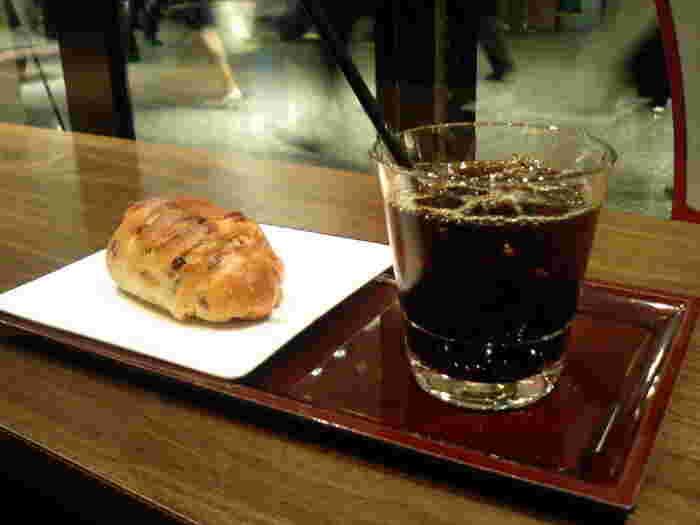 オリジナルの自動抽出機で再現したネルドリップコーヒーを気軽に楽しめます。苦味と酸味とのバランスが良く、あと味がすっきりしているのが特徴です。コーヒーに合うパンやサンドイッチなどもおすすめです。