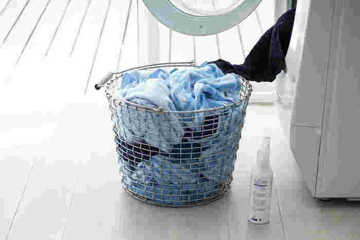 部屋干しをすると発生するタオルの生乾き臭にもA2ケアが効果を発揮します。洗濯槽から出すときにシュッとA2ケアを吹きかけておくと、タオルが乾くまでの間の菌の繁殖をおさえ、生乾き臭をおさえてくれるのです。