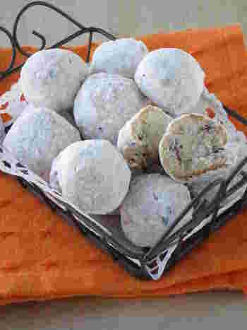 あんこを入れた和風スノーボールの作り方です。 粒あんの優しい甘さと食感でほっこりするおやつです。