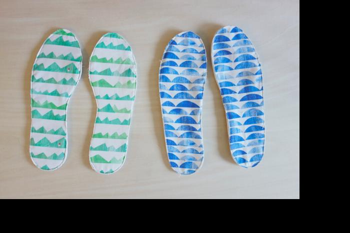 靴の底に敷くインソールは、脱いだ時に見えるので可愛いデザインだと嬉しいですよね。でも市販では好みのデザインが見当たらない…という時は、手作りしましょう!中敷きのサイズに合わせて布をカットし、中敷きと縫い合わせたら完成!簡単ですよね。靴ごとに違うデザインのインソールを作るのも楽しそう♪