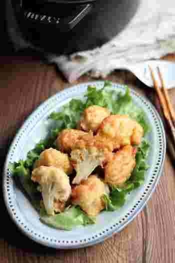 煮汁を吸い込んだジューシーなブリ大根のお供には、「カリフラーの唐揚げ」がオススメ。下味と衣をつけてあげるだけでほくほくでとっても美味しいんです。ダイエット中でも美味しくいただけるオススメの副菜です。