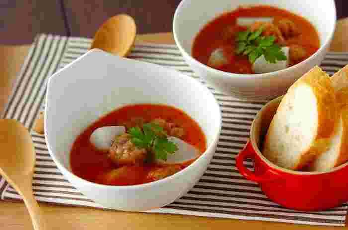 肉団子とカブが入ったイタリアン風スープ。まろやかな味わいの秘密は、甘酒です。トマトと甘酒は、意外な組み合わせですが、なかなか相性がいいようです。