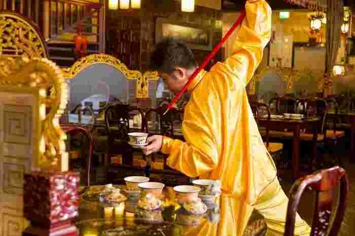 中国茶を注文すると、茶芸師によるパフォーマンスを披露してもらえます。楽しいイベントでランチタイムが盛り上がること必至です。
