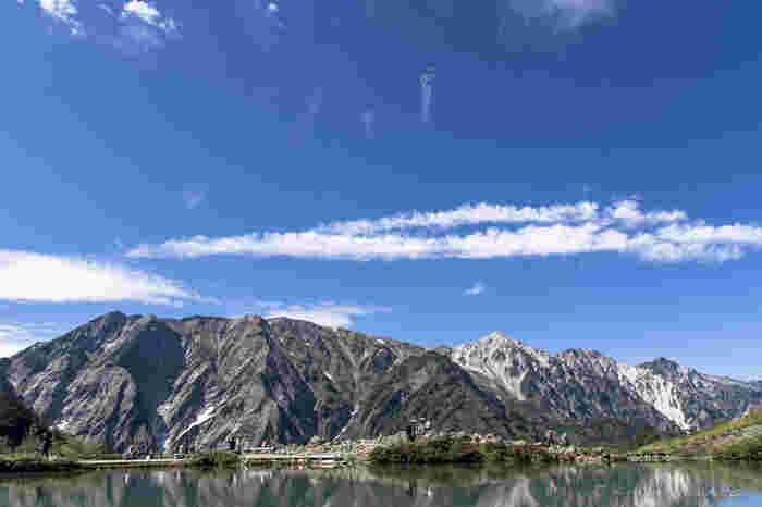 第二ケルンを過ぎると間も無く八方池に。良く晴れていると、鏡のように反射して、白馬連峰が湖面に映る美しい姿を見る事が出来ます。