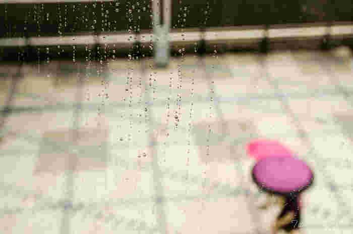 梅雨に入ると、気になるのはお部屋の「湿気」。外に干せない洗濯物、水周りのカビなど、様々な問題に頭を抱えることも。これではお天気同様、気持ちも晴れません。