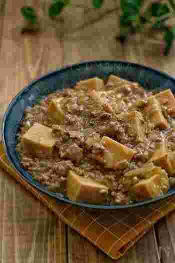 とろーりひき肉がからんだジューシーな高野豆腐。ご飯にかけても絶品です!